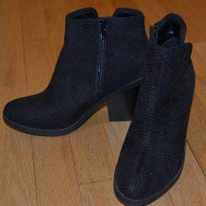 Black zip up boot, 7.5 size Soda brand